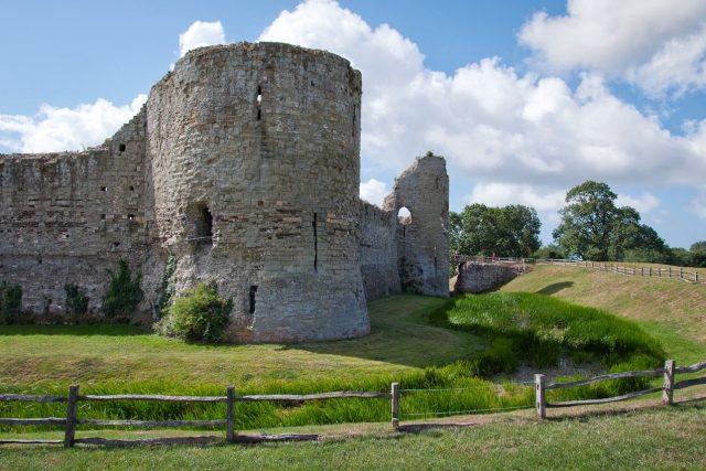 Stará římská zeď na anglickém pobřeží