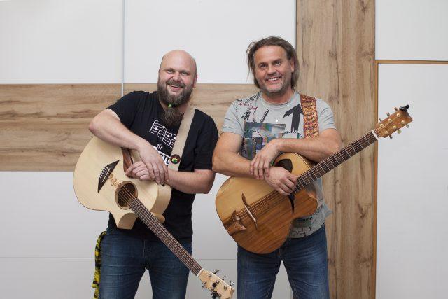 Duo,  které si říká Raf&taksík,  tvoří Petr Taks a Luboš Rafaj | foto: Veronika Vačkářová