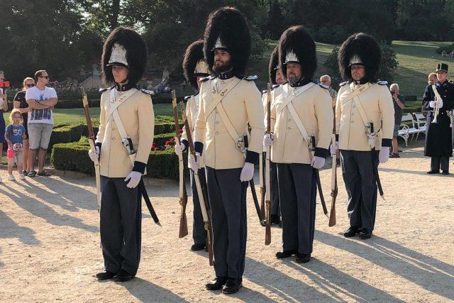 Schwarzenberská granátnická garda se při Hradozámecké noci vrátila na zámek Hluboká