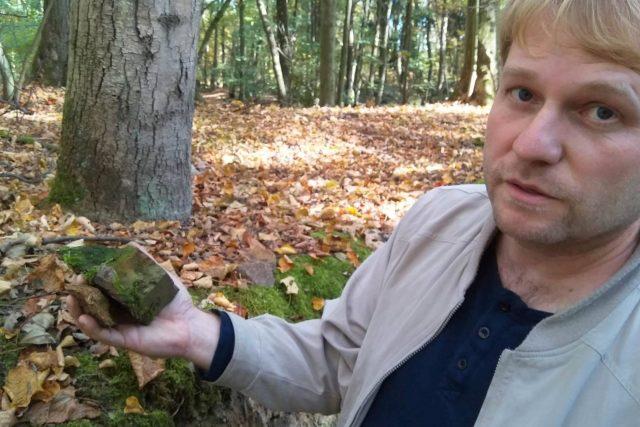 Ředitel budějovického archivu Daniel Kovář našel v okolí města pozůstatky tvrze, kterou tu konce 16. století stavěl rytířský rod Kunášů z Machovic