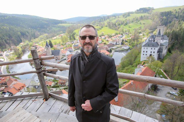 Šéf jihočeských památkářů Petr Pavelec na věži Jakobínka v Rožmberku nad Vltavou   foto: David Peltán,  MAFRA / Profimedia