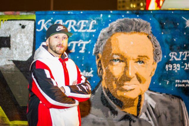 Jan Šmíd, který si říká Jack Reyes, vytvořil v Českých Budějovicích graffiti portrét Karla Gotta
