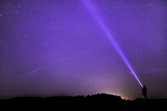 Noční obloha, pozorování hvězd (ilustrační foto)