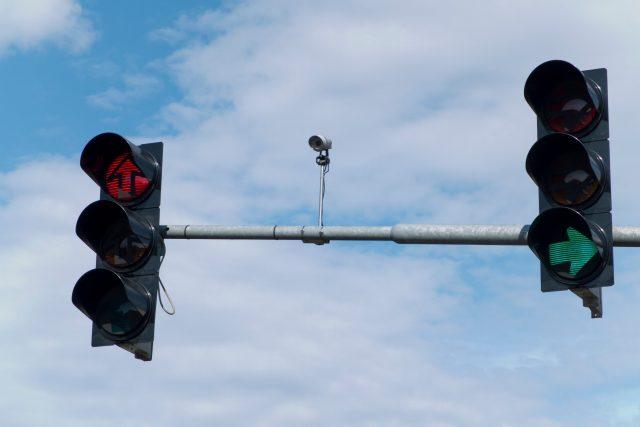 Semafor a inteligentní naváděcí systém, kamera, doprava, křižovatka. Ilustrační foto