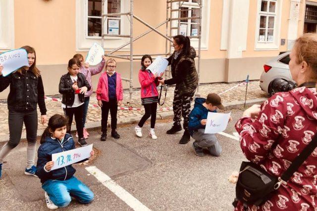 Členové historického kroužku při základní škole na náměstí Mikuláše z Husi v Táboře se mohli po vynucené pauze opět setkat a pokračovat v přípravě fotokomiksu