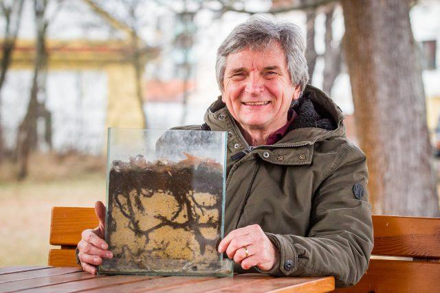 Václav Krištůfek, půdní biolog a včelař Biologického centra Akademie věd ČR v Českých Budějovicích