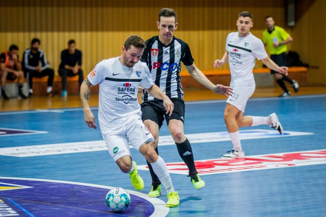 Nejúspěšnějším střelcem týmu PCO Dynamo České Budějovice v sezóně byl Petr Benát  (na snímku uprostřed) | foto: Petr Lundák,  MAFRA / Profimedia