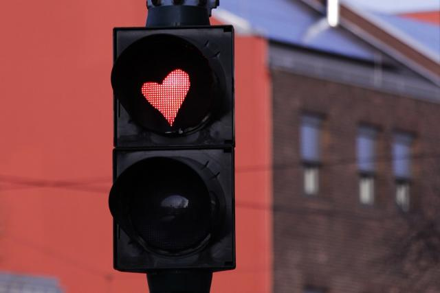 Společnost, láska, pravidla, semafor