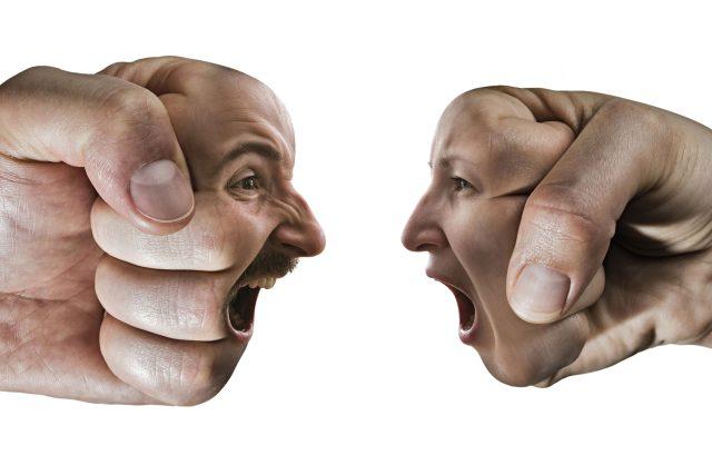 Hádka, spor, křik, nadávky, konflikt