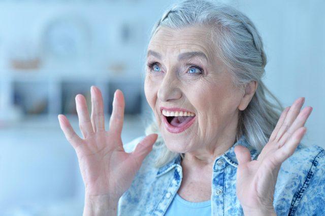 Překvapená babička