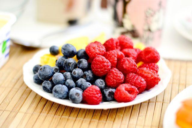 Ovoce, borůvky, maliny
