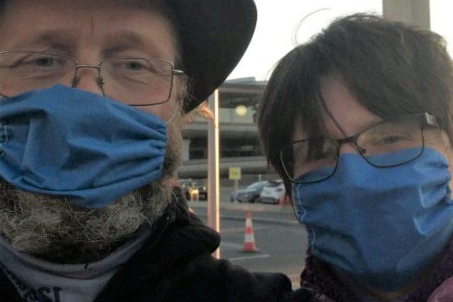 Jaroslav Michal s manželkou na letišti v Paříži