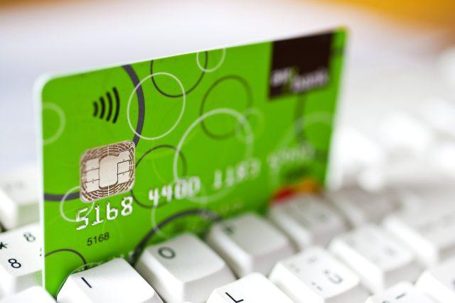 Platba kartou na internetu