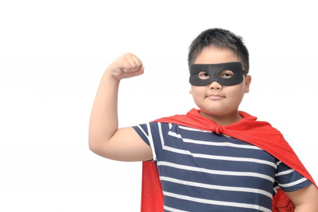 Dítě, superhrdina, dětská obezita (ilustr. foto)