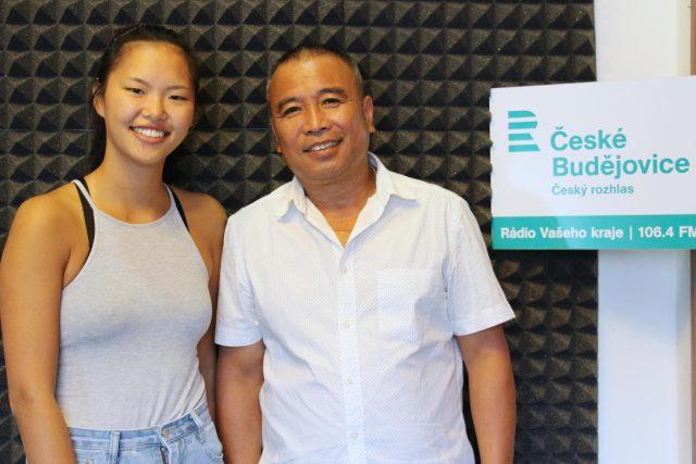Studentka Mai Nguyen a podnikatel Bao Nguyen. Ona se v Čechách už narodila, od tu žije přes 40 let