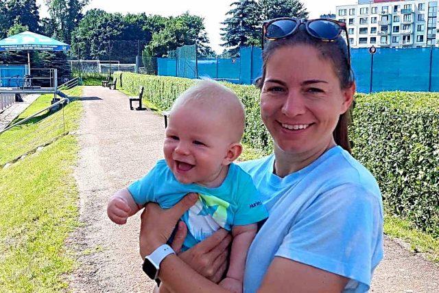Softbalistka Lucie Petrásková se synem | foto: Kamil Jáša,  Český rozhlas