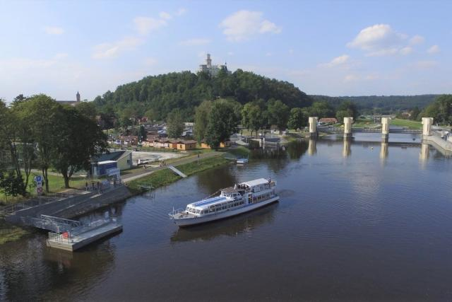 Hluboká nad Vltavou, turistika, loď, dovolená, výlet, cestování, řeka Vltava