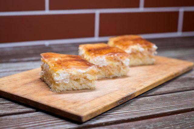 Lehké jablečné skořicové řezy jsou zdravým dezertem od Drahuše Styblíkové z Přepeří