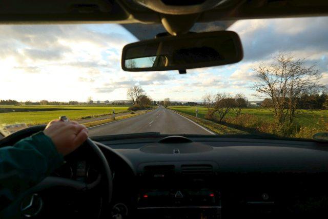 Řidiči se už dlouho těší na obchvat Nové Paky (ilustrační foto)