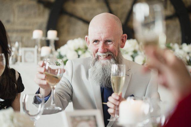Přípitek na svatbě