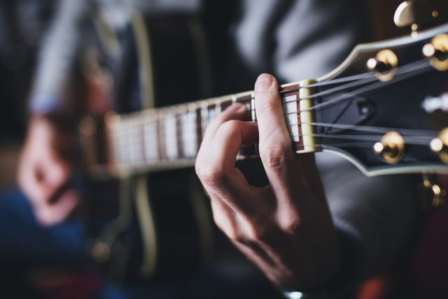 Kytara, hudba (ilustrační foto)