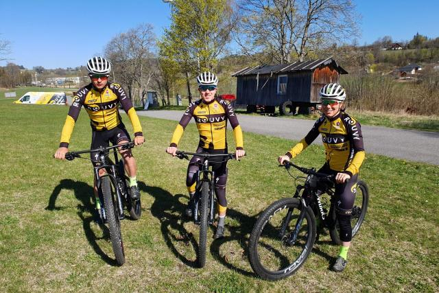 Sourozenci Sáskovi a Samuel Jirouš,  cyklisté z vimperského Rouvy Specialized Cycling Teamu | foto: Kamil Jáša,  Český rozhlas