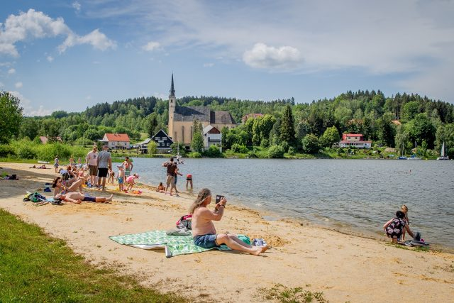 Pláž u Lipna | foto: Petr Lundák,  MAFRA / Profimedia