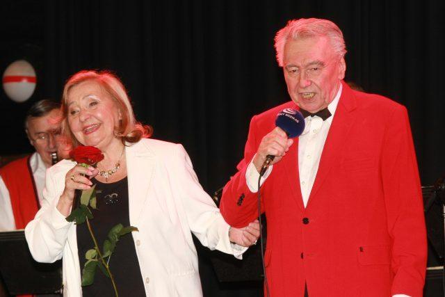 Zorka Kohoutová při oslavě svých osmdesátin s Josefem Zímou