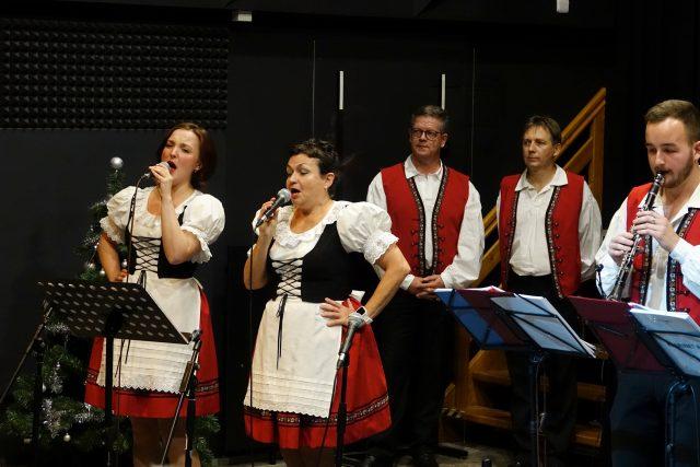 Dechová kapela Křídlovanka ve studiovém sále Českého rozhlasu České Budějovice | foto: Lukáš Pelikán