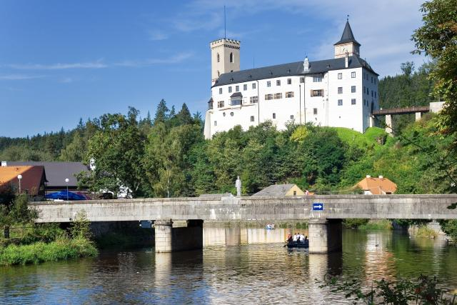 Hrad Rožmberk nad Vltavou, most, vodáci, řeka Vltava