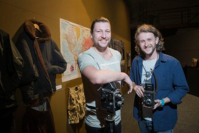 Tomáš Vaňourek a Lukáš Socha po návratu z cesty připravili i výstavu Zikmund 100 v Plzni
