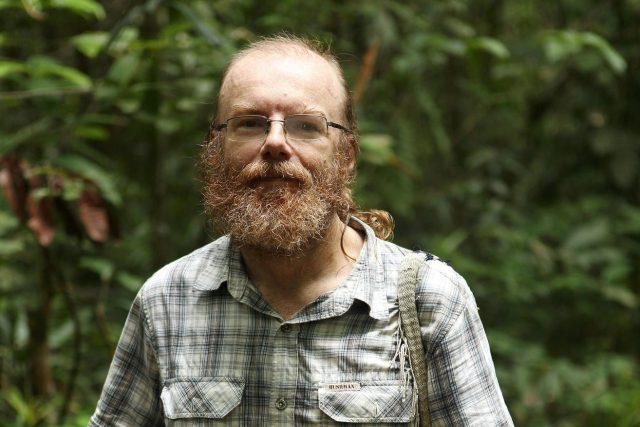 Biolog Vojtěch Novotný zkoumá tropický prales na Papui-Nové Guineji.