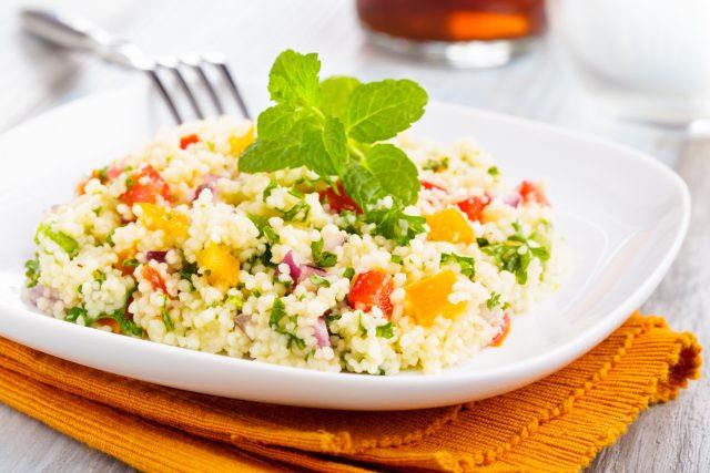 Kuskus, rizoto, zdravá strava, zelenina. Ilustrační foto