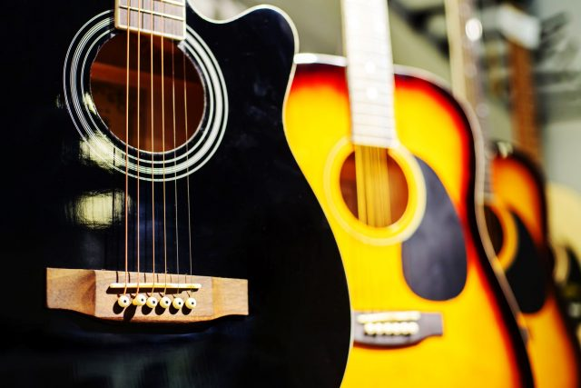 Akustické kytary, obchod, hudebniny, kytara, ilustrační