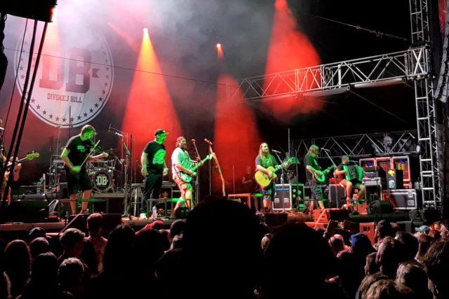 Kapela Divokej Bill na festivalu Léto Fest v Českých Budějovicích
