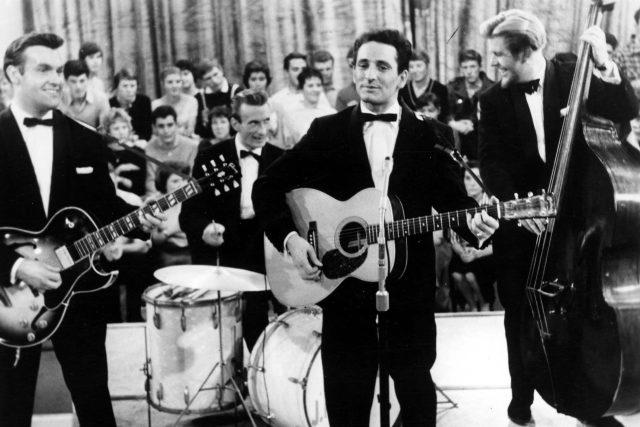 Lonnie Donegan  (uprostřed) na snímku z roku 1958 | foto: Fotobanka Profimedia