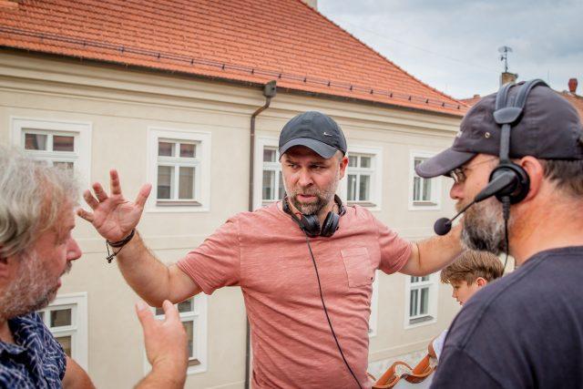 Režisér Dan Svátek při natáčení filmu Spící město v Českých Budějovicích