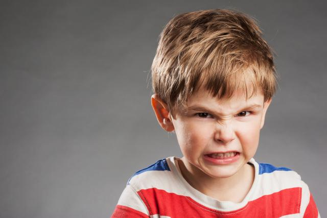 Vzteklé dítě, vzdor, naštvané, agresivní