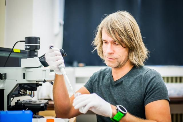 Radek Šíma, parazitolog a molekulární biolog Biologického centra Akademie věd v Českých Budějovicích