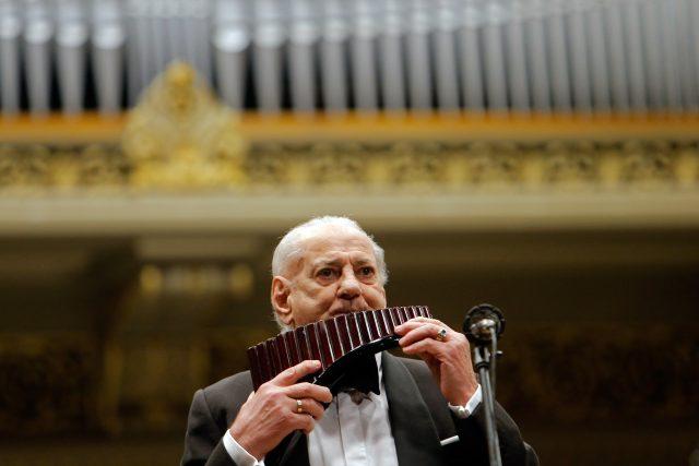 Gheorghe Zamfir,  rumunský hudební skladatel a hráč na Panovu flétnu | foto: Fotobanka Profimedia