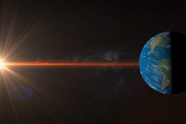 Rovnodennost je okamžik,  kdy se Slunce nachází v rovině zemského rovníku,  takže jeho paprsky dopadají na Zemi kolmo k její ose | foto: Shutterstock