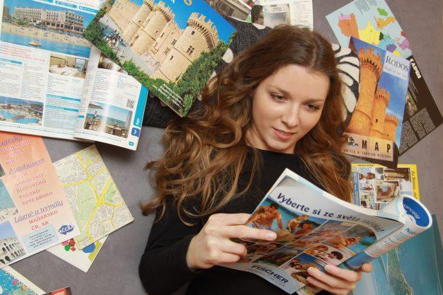 Cestovní kancelář, katalog, zájezdy, plánování dovolená, prázdniny, ilustrační foto