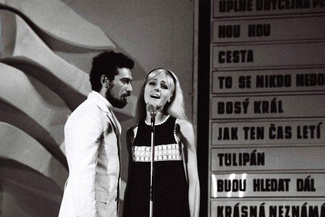 Waldemar Matuška a Helena Vondráčková na snímku z roku 1968 | foto: Fotobanka Profimedia