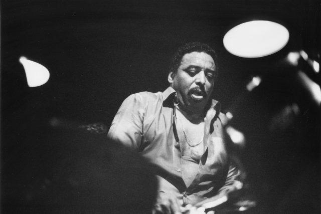 Chico Hamilton,  americký jazzový bubeník a hudební skladatel,  na snímku z roku 1980 | foto: Fotobanka Profimedia