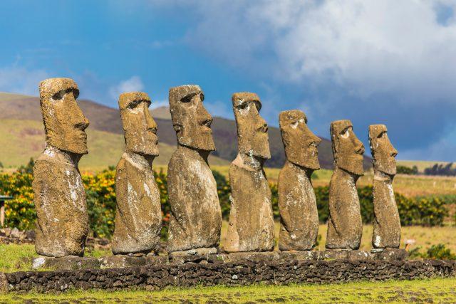 Sochy moai na Velikonočním ostrově | foto: Fotobanka Profimedia