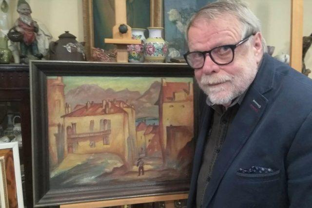 Historik umění Jaromír Procházka u obrazu Karla Fleischmanna