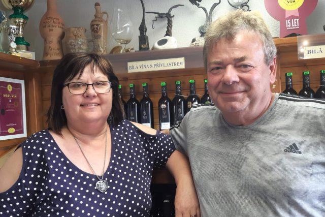 Alena a Jiří Šilinkovi, kteří vlastní vinařství v Pavlově