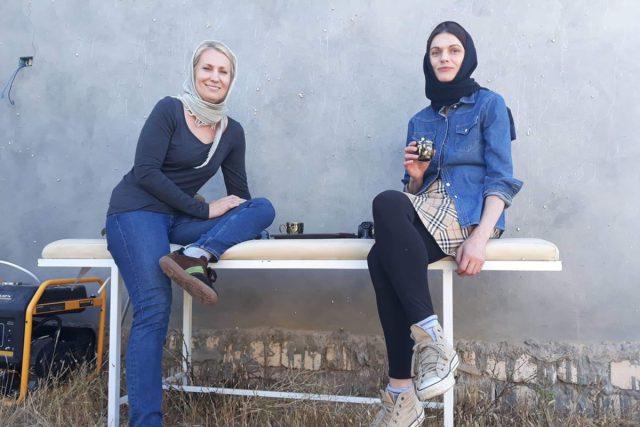 Lenka Klicperová  (vlevo) a Markéta Kutilová na fotografie z Libye | foto: Lenka Klicperová