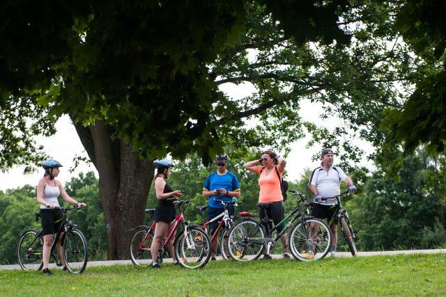 Cyklisté se mohou i se svými koly svézt autobusem. Ilustrační foto | foto: René Volfík,  iROZHLAS.cz
