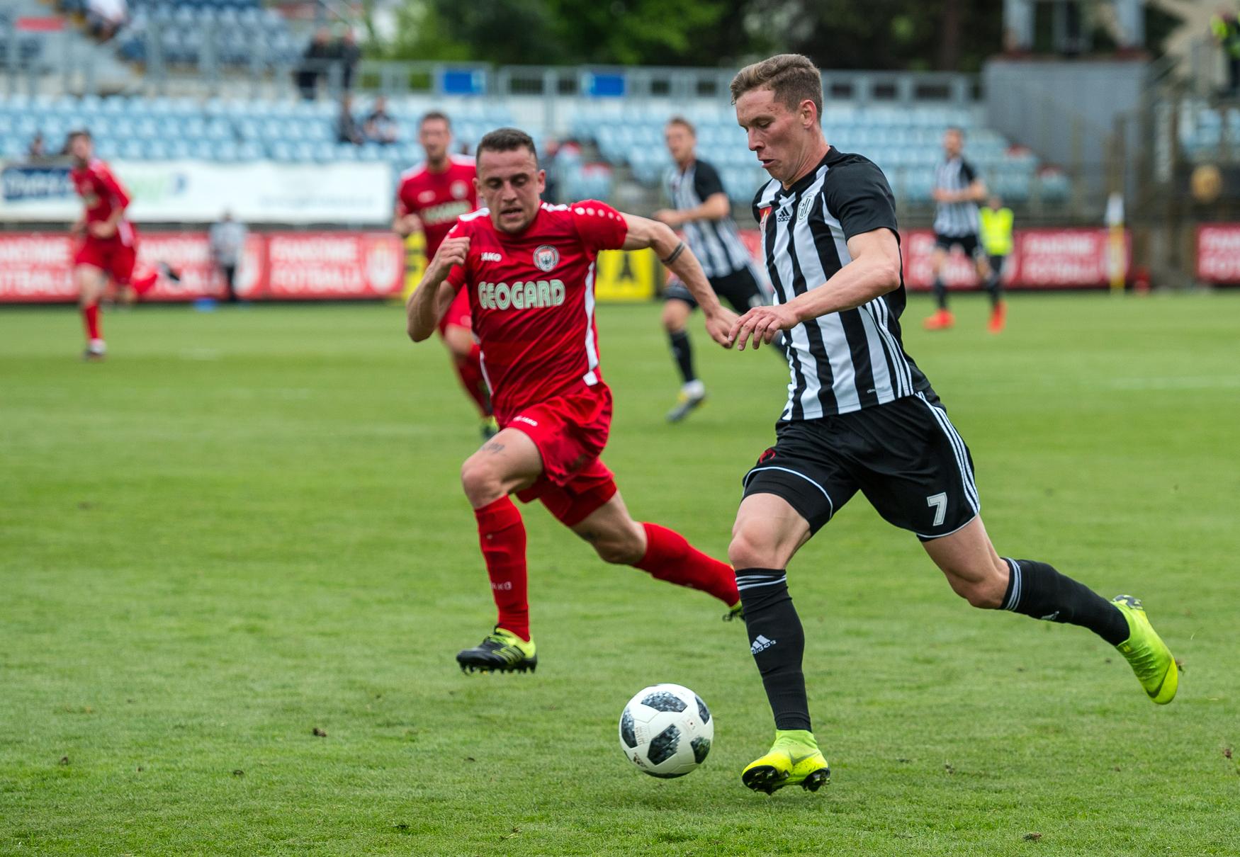 Budějovické Dynamo zvládlo zápas s Chrudimí a zajistilo si postup do nejvyšší fotbalové soutěže